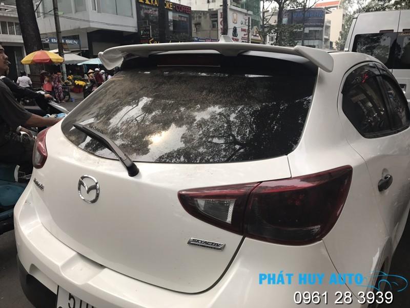 Đuôi gió xe Mazda 2